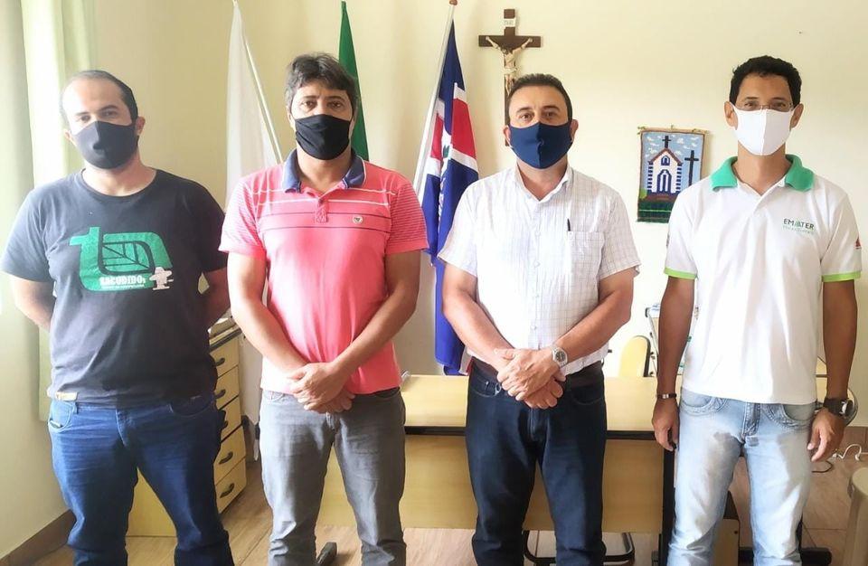 PREFEITO DILSINHO SE REUNE COM AGENTES DA EMATER