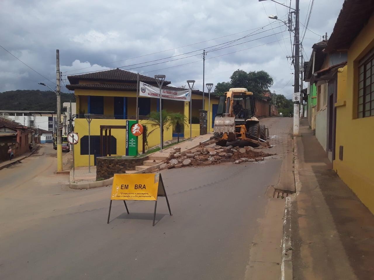 A Prefeitura Municipal de Dom Joaquim, por meio da Secretaria de Obras, informa melhorias em diversas áreas apontadas como deficientes pela população.
